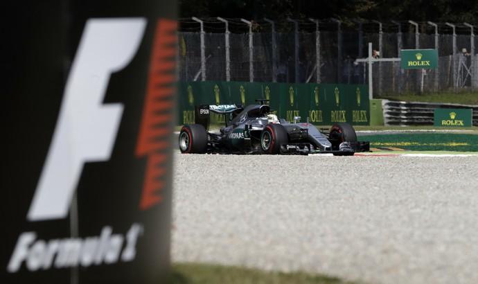 Hamilton D 225 O Troco Em Rosberg E Fecha Sexta Feira Na