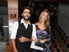 Grávida de gêmeos, Luana Piovani vai a premiação no Rio