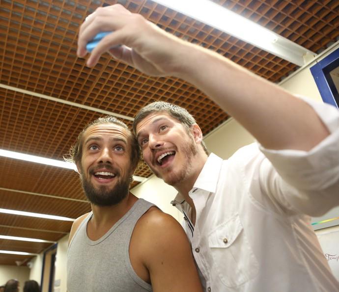 Alerta!!! Rafael Cardoso e Caio Paduan juntos e lindos (Foto: Carol Caminha/Gshow)