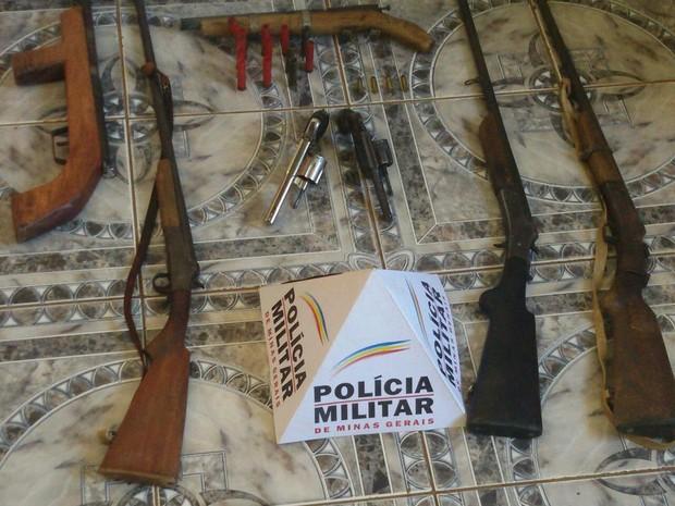 Ao todo foram apreendidas sete armas de fogo (Foto: Polícia Militar/Divulgação)