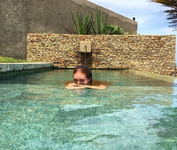 Marina Ruy Barbosa curte dia de sol em piscina em Alagoas (Foto: Reprodução / Instagram)