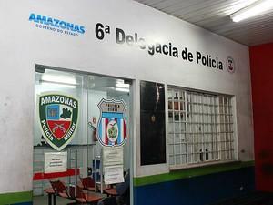 Suspeitos foram levados ao 6º Distrito Integrado de Polícia (DIP) (Foto: Sérgio Rodrigues/G1 AM)