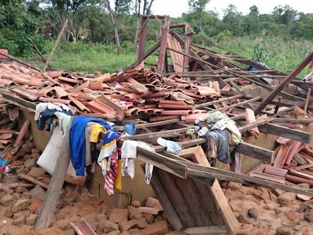 Casas de kalungas ficam destruídas após enchente, em Cavalcante, Goiás (Foto: Divulgação/ Defesa Civil)