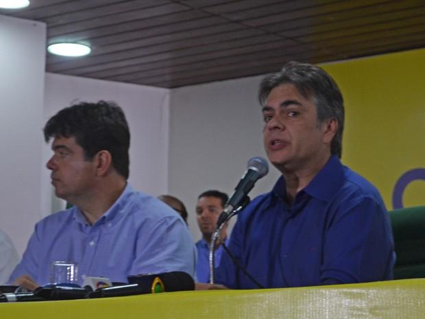 Cássoi Cunha Lima concede entrevista coletiva (Foto: Krystine Carneiro/G1)