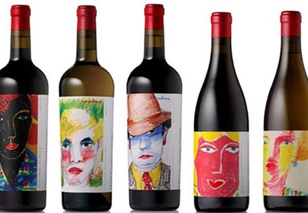 Embalagens de vinho com desenhos de rosto em seus rótulos que foram utilizadas no estudo (Foto: Bettina Cornwell/Universidade de Oregon)