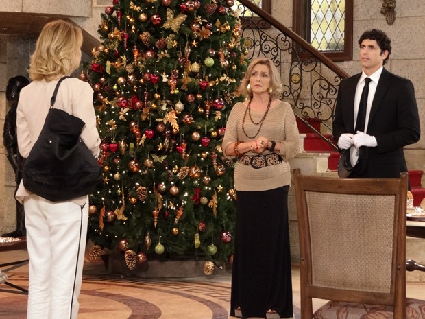 Charlô vê Juliana e percebe que ela é a amada de Nando (Foto: Guerra dos Sexos/TV Globo)