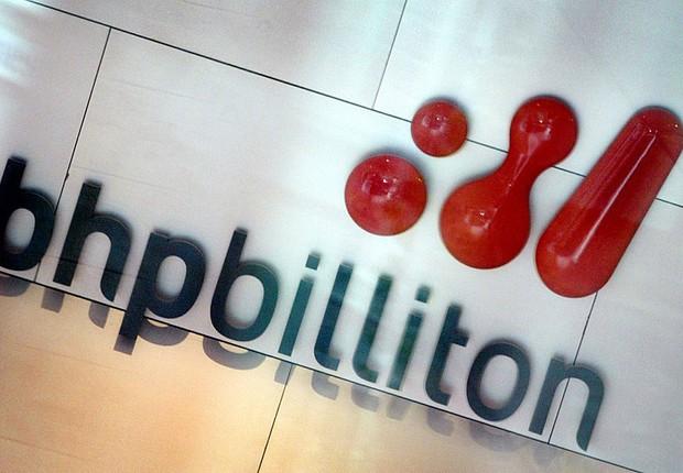 Logotipo da companhia de mineração australiana BHP Billiton em escritório de Londres (Foto: Mick Tsikas/REUTERS)