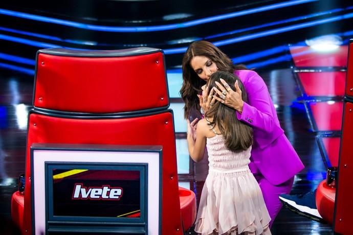 Ivete é só festa com a pequena Larissa (Foto: Isabella Pinheiro/Gshow)