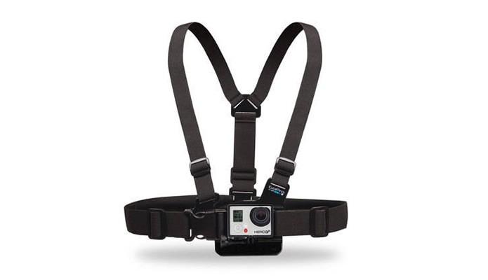 Permitindo que a GoPro fotografe e grave filmes em perspectiva únicas, este acessório é fundamental para registrar atividades esportivas (Foto: Divulgação/GoPro)