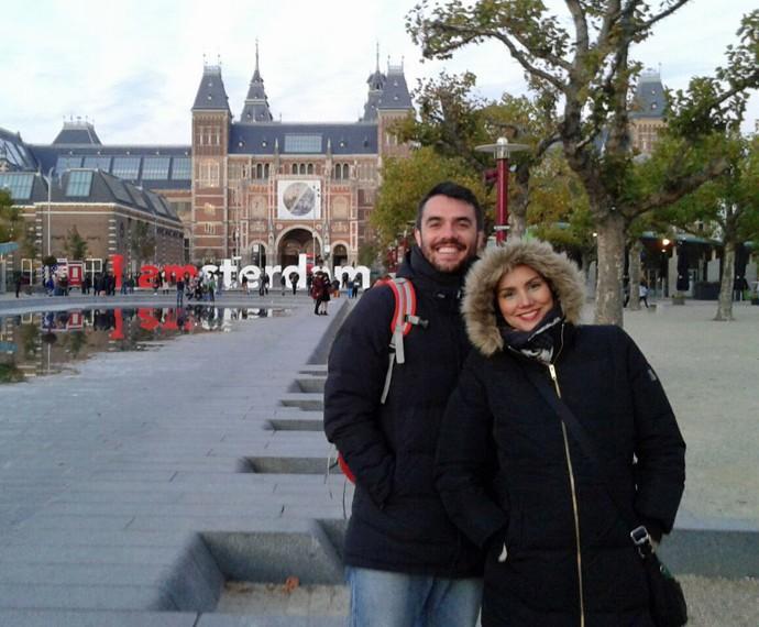 Casal bastante agasalhado durante passeio em Amsterdã (Foto: Arquivo Pessoal)