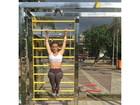 Marcela Fetter aproveita dia de folga para malhar e mostra a barriga sarada