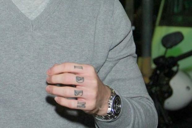 Detalhe da nova tatuagem de Rômulo Neto (Foto: Thyago Andrade/Fotorio News)