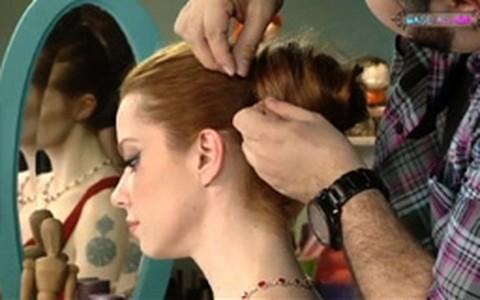 Coque com volume: aprenda a fazer o penteado de festa