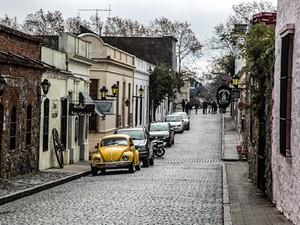 Rua em Colônia do Sacramento, Uruguai (Foto: Leonardo Spencer/Viajo Logo Existo)
