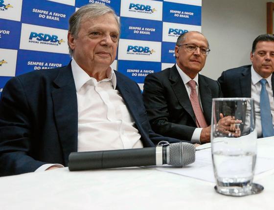 (Da esq.para a dir.) Tasso Jereissati, Geraldo Alckmin e Marconi Perillo. O acordo entre eles foi fechado no velho estilo tucano (Foto:   Pedro Ladeira/Folhapress)