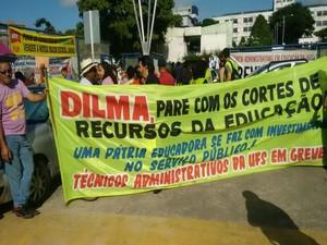 Servidores protestaram em frente ao Hospital Universitário da UFS (Foto: Ji Leno Ferreira/Sintufs)