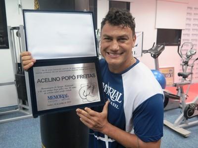 Popó recebe homenagem em Santos pelos 20 anos de sua primeira luta profissional (Foto: Cassyo Lira)