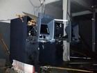 Grupo fura pneus de viatura da PM e explode caixas eletrônicos em Araçás