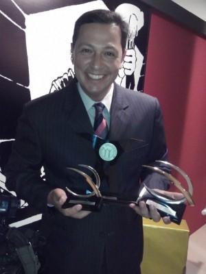 O repórter Carlos Alberto Soares recebeu os troféus (Foto: Arquivo Pessoal / Carlos Alberto Soares)