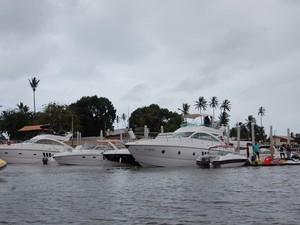 Embarcações atracadas em marinas também passam pela fiscalização da Capitania dos Portos (Foto: André Resende/G1)
