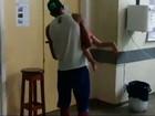 Filha engasga e pai chuta porta de hospital (Reprodução/TV Bahia)