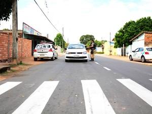 Condutores são orientados por agentes do SMTRAN (Foto: Divulgação/ Ascom/ Prefeitura)