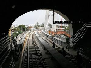 Túnel da Linha 4 na Barra sai sobre a ponte estaiada (Foto: Henrique Freire/Divulgação/Linha 4)