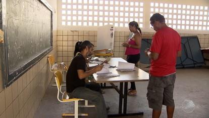 Cidades da região metropolitana de Salvador têm boca de urna e correria para votar