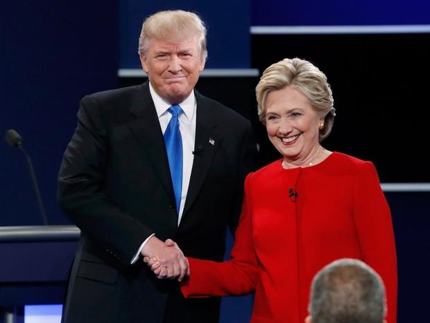Donald Trump e Hillary Clinton, candidatos à presidência dos EUA, durante início do debate em Hempstead, no estado de Nova York, nos Estados Unidos (Foto: Mike Segar/Reuters)