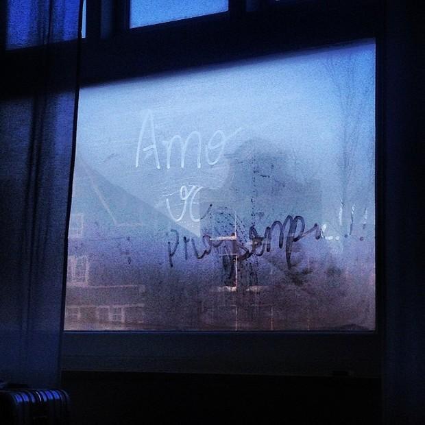 João Vicente Castro mostra declaração de amor em janela de quarto (Foto: Instagram)