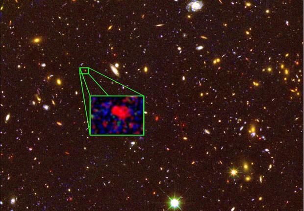 Detalhe em imagem feita pelo telescópio Hubble mostra nova galáxia batizada z8_GND_5296 (Foto: HST/Nasa/Nature)