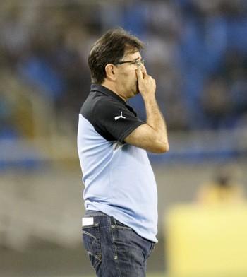 René Simões lamenta gol nos acréscimos que eliminou o Botafogo (Foto: André Durão)