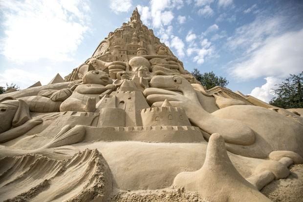 Maior castelo de areia do mundo é erguido na Alemanha (Foto: Getty Images)