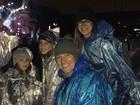 Rodrigo Faro leva mulher e filhas para show da banda One Direction em SP