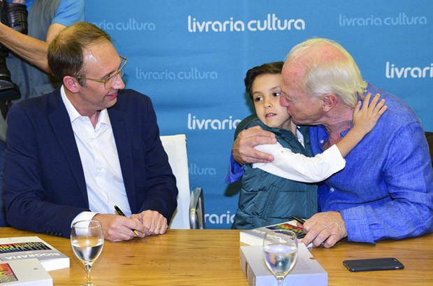 José Armando Vanucci, Arthur, filho de Eliana, e Flávio Ricco (Foto: Leo Franco/AgNews)