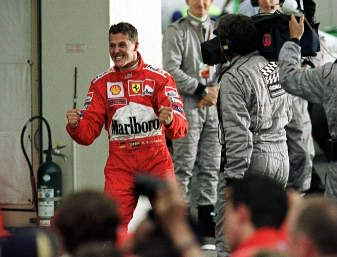 O alemão Michael Schumacher não esconde a empolgação após a conquista de seu tricampeonato (Foto: Getty Images)