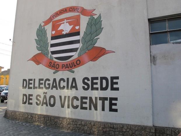 Caso foi registrado como lesão corporal na Delegacia Sede de São Vicente (Foto: Guilherme Lucio / G1)