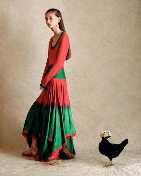 Ano do Galo de Fogo: inspire-se no  calendário lunar no seu look do dia (Foto: Reprodução/Vogue China)
