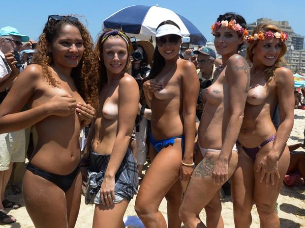 Musas do toplessaço na praia de Ipanema (Foto: Erbs Jr. / Frame / Estadão Conteúdo)