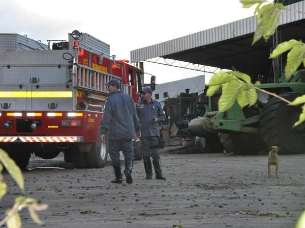 Acidente de trabalho Patos de Minas máquina pesada homem morto BR-365 (Foto: Toninho Cury/Divulgação)