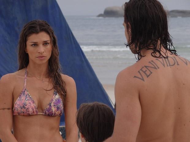 Ester se assusta com a oferta de Alberto (Foto: Flor do Caribe/ TV Globo)