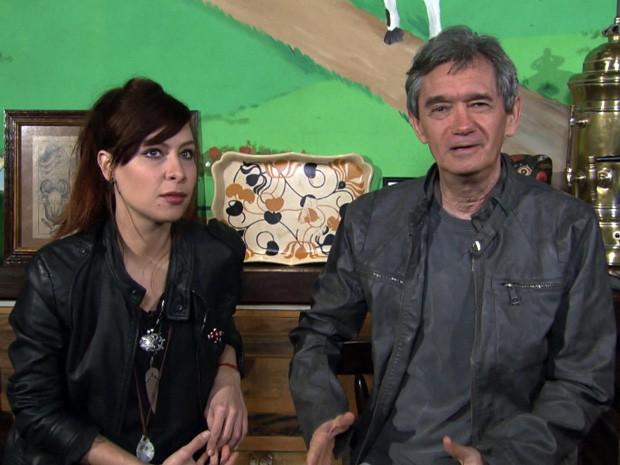 Serginho Groisman entrevista a cantora Pitty para o 'Altas Horas' (Foto: TV Globo/Altas Horas)