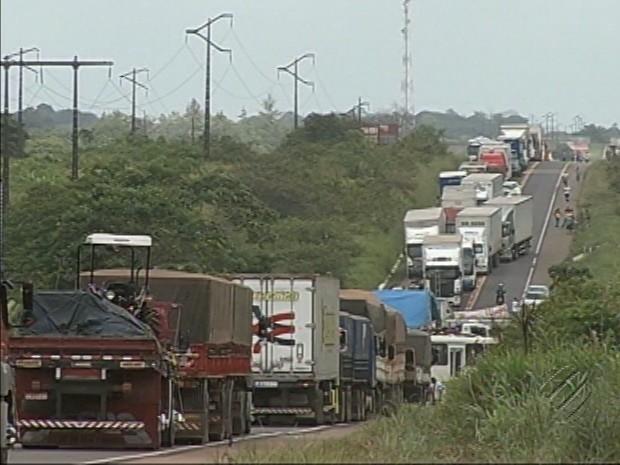 Bloqueio BR-316 Interditada Moradores Nordeste Pará (Foto: Reprodução/TV Liberal)