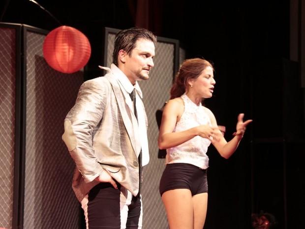 Maurício Machado e Nívea Stelmann em teatro no Rio (Foto: Isac Luz/ EGO)