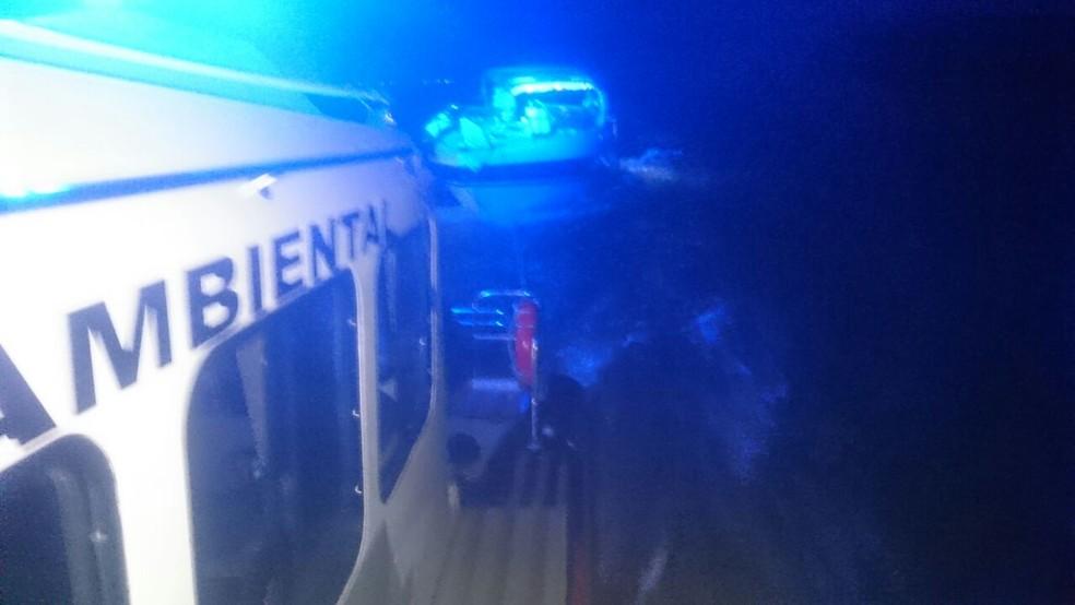 Polícia Ambiental fez o resgate dos pescadores (Foto: Divulgação/Polícia Ambiental)