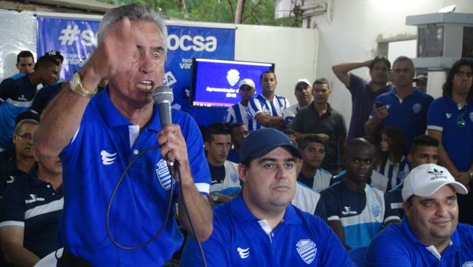 Presidente Roberto Mendes adotou um discurso firme e afirmou que o CSA vai brigar pelo título estadual em 2015 (Foto: Paulo Victor Malta/GloboEsporte.com)