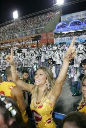 Grazi Massafera assiste desfile  na Sapucaí (Foto: Cleomir Tavares/ Divulgação)