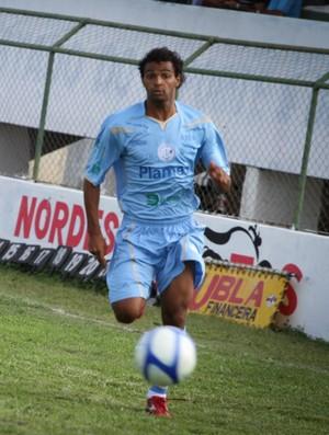 Zagueiro Alexandre desmaiou após clássico contra o Sergipe (Foto: Filippe Araujo/Divulgação)