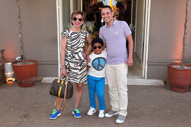 Astrid Fontenelle e o filho (Foto: Manuela Scarpa e Amauri Nehn/Foto Rio News)