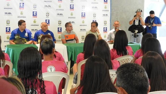 Elenco foi apresentado na Arena da Amazônia (Foto: Marcos Dantas)